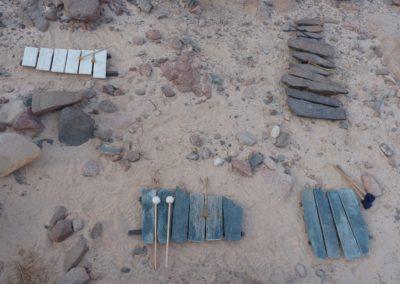 Litophone aus Basalten, Chloritschiefer und Travertin