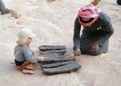 Fesal mit Yaron an den Basalten