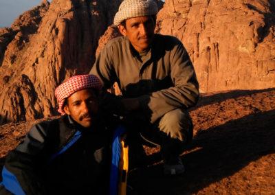 Ahmad und Saad - Die Brüder Ahmad und Saad sind hervorragende Kenner des Sinaigebirge und der Heilkräuter, die dort wachsen. Sie sind in den Bergen aufgewachsen und bewahren das alte Wissen ihres Vaters und Großvaters. Sie sind es, die unsere Wandertouren begleiten.